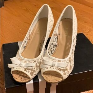 Report White Wedges Size 9